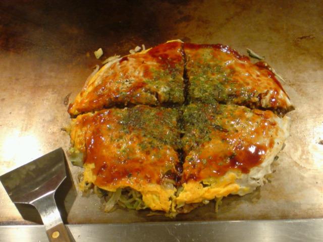 地元で広島風お好み焼き。