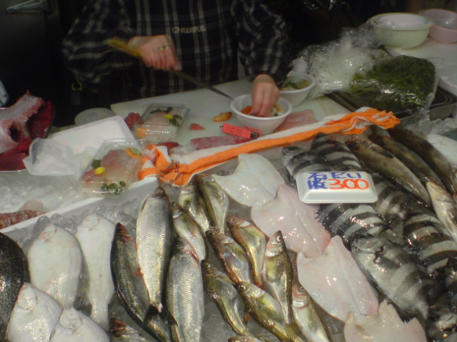 青森魚菜センター(古川市場)。